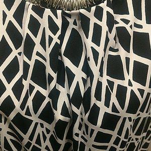 Liz Claiborne Tops - Size Medium Liz Claiborne Geometric Top